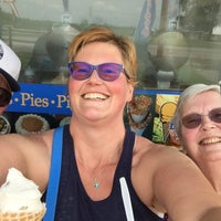 Photo taken at Beals Ice Cream by Lisa D. on 5/28/2016