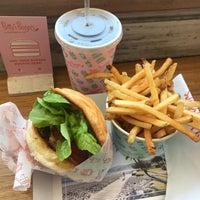 Das Foto wurde bei Betty's Burgers von Kanako am 9/15/2018 aufgenommen