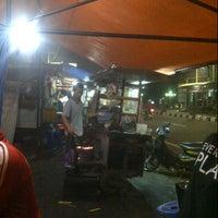 Photo taken at Bakmi dan Nasi Goreng Batas Kota by yukarie a. on 3/20/2013