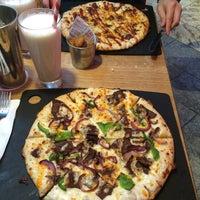 Photo taken at Pizza Hut by Elvyna L. on 12/26/2015