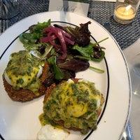 Photo prise au Colette Grand Café par Ashley B. le4/8/2018