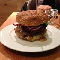 Снимок сделан в Gourmet Burger Kitchen пользователем Achim H. 12/30/2012