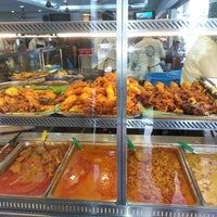 Foto tomada en Original Kayu Nasi Kandar Restaurant por Azylia A. el 2/12/2013