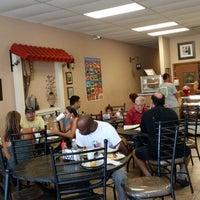 Foto tomada en Cubabana's Cafe por Susan C. el 6/21/2014