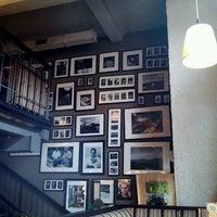 Снимок сделан в Traveler's Coffee пользователем Warenova O. 6/12/2013