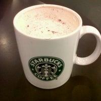 Photo prise au Starbucks par Erina W. le12/4/2012