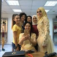 Das Foto wurde bei Alice Sac Tasarim ve Guzellik Salonu von Ayşe Nur S. am 7/29/2016 aufgenommen