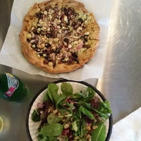 Photo taken at The Healthy Pizza Company by Vee Q. on 9/20/2014