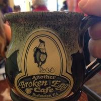 Foto scattata a Another Broken Egg Cafe da Edward W. il 4/13/2013