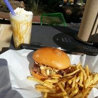 Foto tomada en Grub Burger Bar por Mardon N. el 12/17/2013
