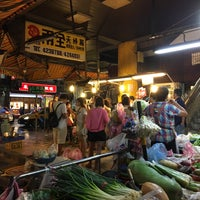Photo taken at 仁愛市場 Ren-ai Market by Phoebe C. on 10/8/2017