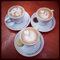 5/4/2013 tarihinde Robin C.ziyaretçi tarafından Cafés El Magnífico'de çekilen fotoğraf
