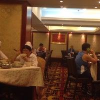 Photo taken at Tin Yu Seafood Restaurant  天悅海鮮酒家 by John T. on 9/14/2014