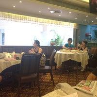 Photo taken at Tin Yu Seafood Restaurant  天悅海鮮酒家 by John T. on 8/17/2014