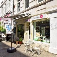 Photo taken at Kunsthaltestelle by Simon G. on 8/15/2017