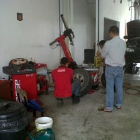 Photo taken at Pusat Servis Tayar Soon Hin by aRe p. on 1/8/2013