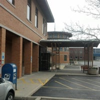 12/23/2012にE J S.がNiles Public Library Districtで撮った写真