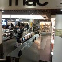 Foto tirada no(a) Fnac por Augusto G. em 12/22/2012