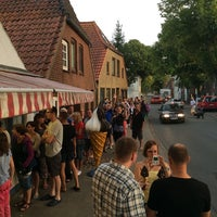Photo taken at Radden's Eismanufaktur by Holger on 8/8/2014
