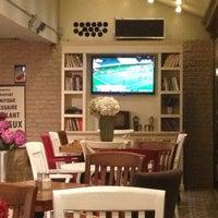 7/20/2013 tarihinde İremziyaretçi tarafından KA'hve Café & Restaurant'de çekilen fotoğraf