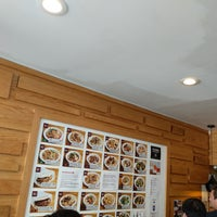 Foto scattata a Xi'an Famous Foods da David H. il 6/18/2018