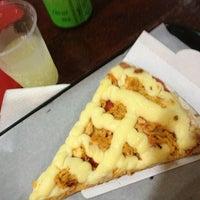 Photo taken at Vitrine da Pizza - Pizza em Pedaços by Andressa V. on 12/23/2012