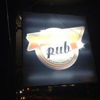 Foto tirada no(a) Gas Station Pub por Charles B. em 8/3/2013