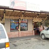 Photo taken at Warung Sate Shinta by Stephanus L. on 12/26/2012