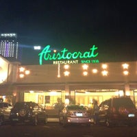 Photo prise au The Aristocrat par Therese G. le12/24/2012