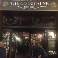 Foto scattata a The Cluricaune Irish Pub da Eugene R. il 5/7/2016