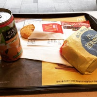 Photo taken at McDonald's by Byeong Woo W. on 4/9/2015