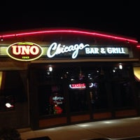 Photo taken at Uno Pizzeria & Grill by Douglas P. S. on 11/21/2013