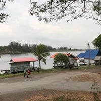 Photo taken at Ruen Pae Fishing Park by IT サポート™ on 2/25/2017