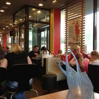 Снимок сделан в McDonald's пользователем Nastya B. 5/24/2013