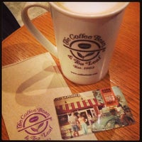 Photo taken at The Coffee Bean & Tea Leaf by Robin Renz T. on 9/1/2013