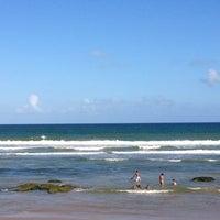 Photo taken at Praia de Ipitanga by Romeu A. on 1/5/2013