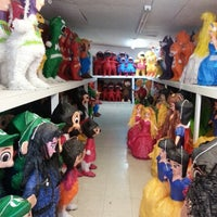 11/9/2012 tarihinde stacey k.ziyaretçi tarafından Pinata Party Palace'de çekilen fotoğraf