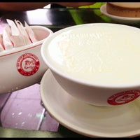 Photo taken at Yee Shun Dairy Company 港澳義順牛奶公司 by Ahchoi Y. on 7/13/2013