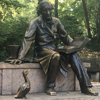 Photo taken at Hans Christian Andersen Statue by Mizzamie B. on 10/18/2017