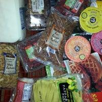 Снимок сделан в Trader Joe's пользователем Lorie S. 12/31/2012