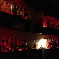 Das Foto wurde bei Tausend Bar von Alessandro L. am 9/14/2013 aufgenommen