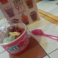 Photo taken at Smooch Unlimited Frozen Yogurt by Rifa N. on 9/13/2013