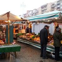 Das Foto wurde bei Wochenmarkt Winterfeldtplatz von Splintered ✴ am 11/24/2012 aufgenommen