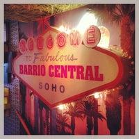 รูปภาพถ่ายที่ Barrio Central โดย Raph C. เมื่อ 3/26/2013