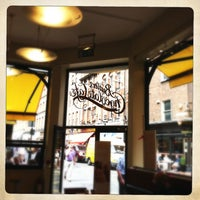 Снимок сделан в Butlers Chocolate Café пользователем Emmet O. 7/17/2013