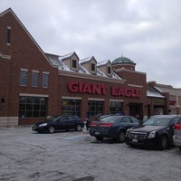 Photo taken at Giant Eagle Supermarket by Shalawn Lovey W. on 1/2/2013