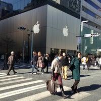 รูปภาพถ่ายที่ Apple Ginza โดย Takayoshi N. เมื่อ 2/16/2013