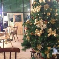 Photo taken at 커피아일랜드 by Kim M. on 12/21/2012