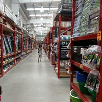 Photo taken at Bunnings Warehouse by T R. on 2/24/2013