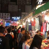 Foto tomada en Rueifeng Night Market por Karol L. el 6/16/2013